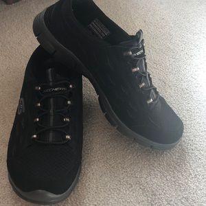 Skechers black sneakers sz 7.5